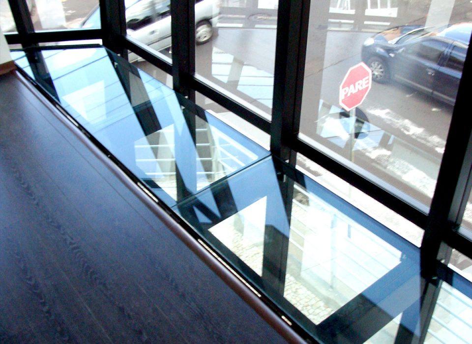 Piso de vidro engenharia e segurança normas AFEAL