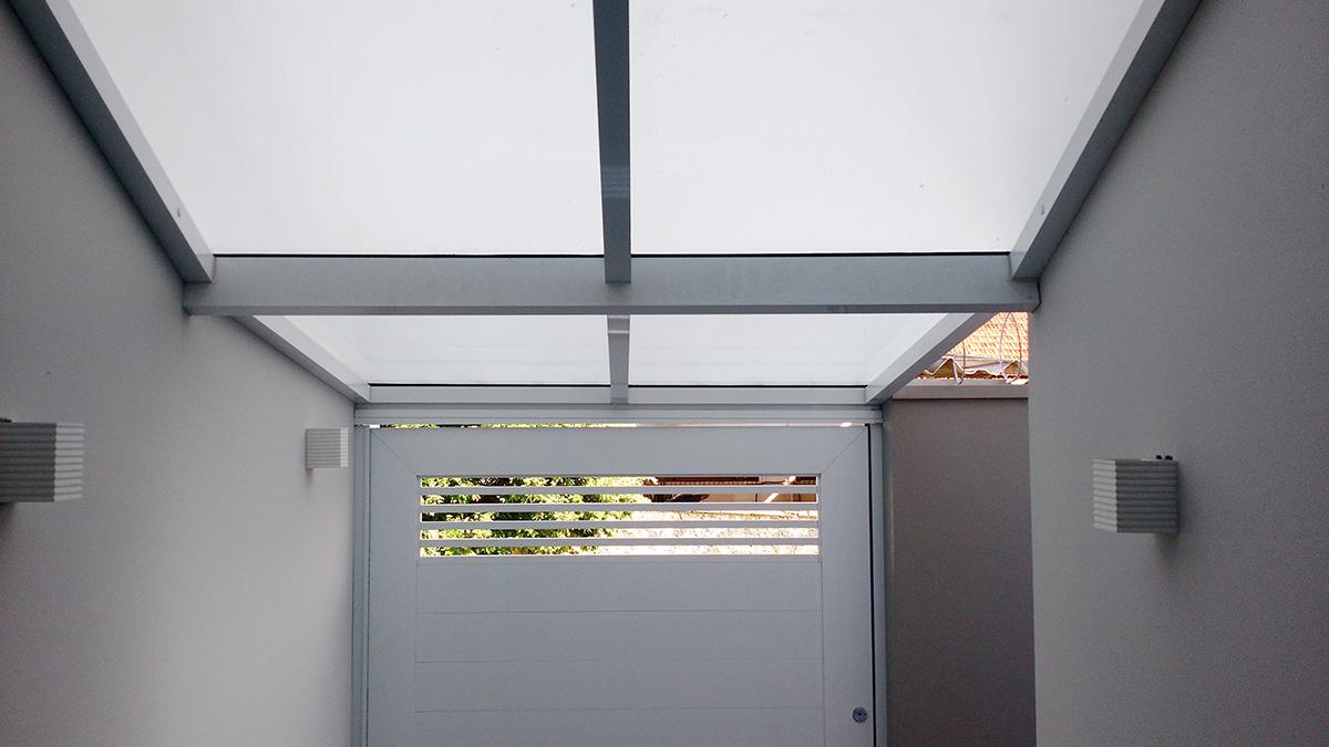 portão social cobertura de vidro laminado