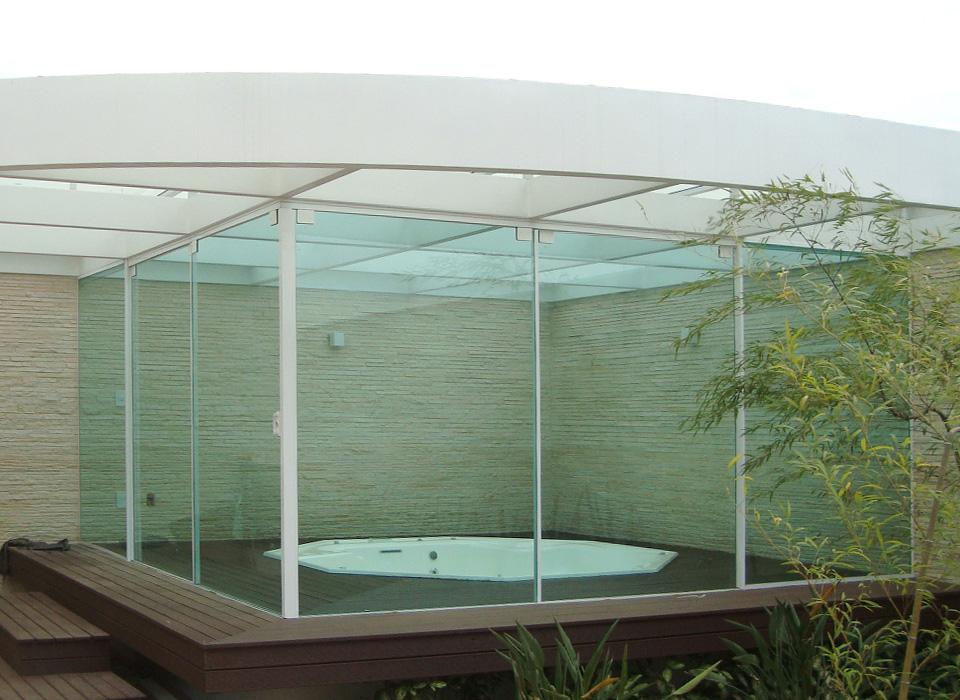 Solução e aplicação em vidro temperado normas AFEAL